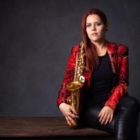 La resiliencia de las mujeres latinas que tocan el saxofón